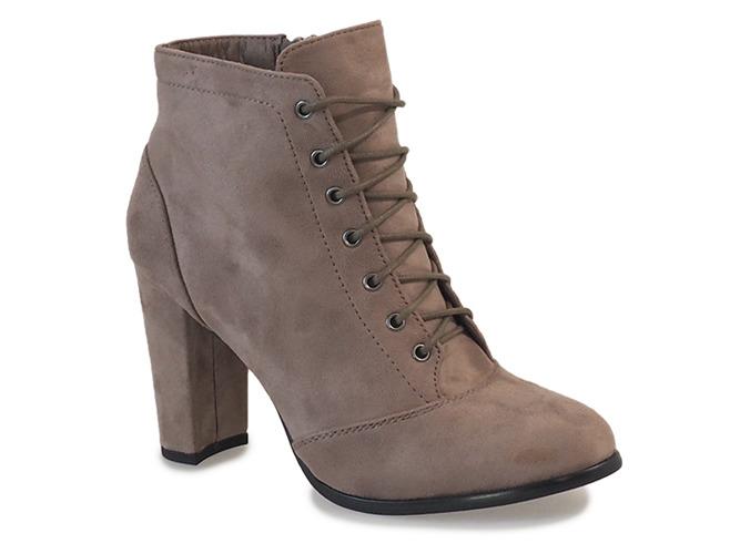 Stylowe obuwie na chłodne okresy – botki na słupku