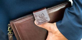Stylowe i ponadczasowe czarne torebki ze skóry – jak je nosić?