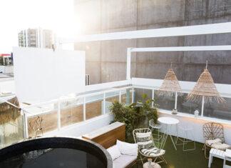 Korzyści płynące z posiadania balkonu i produkty jakie powinny się na nim znaleźć